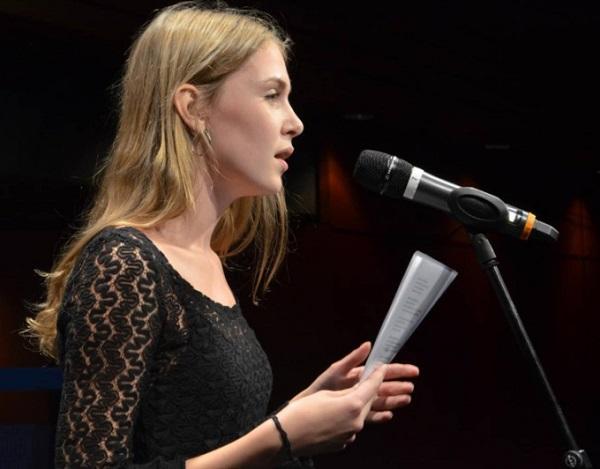 Amelie Werner gewinnt den Poetry Slam in Dortmund